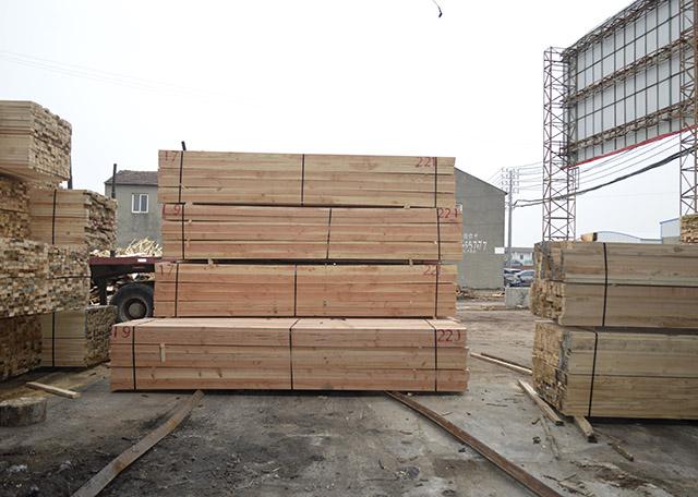 从这三层面分辨工程建筑木方,探讨几类木方上油漆的好方法?