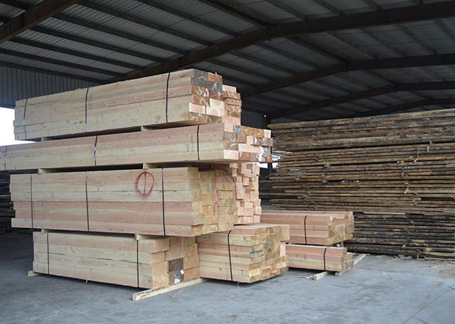 叙述建筑木方交货时要注意什么?